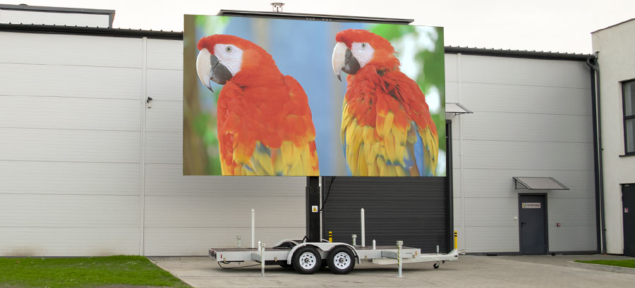 Choosing the right cleaning equipment to clean your LED display